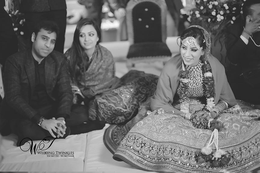 candid wedding photography-38