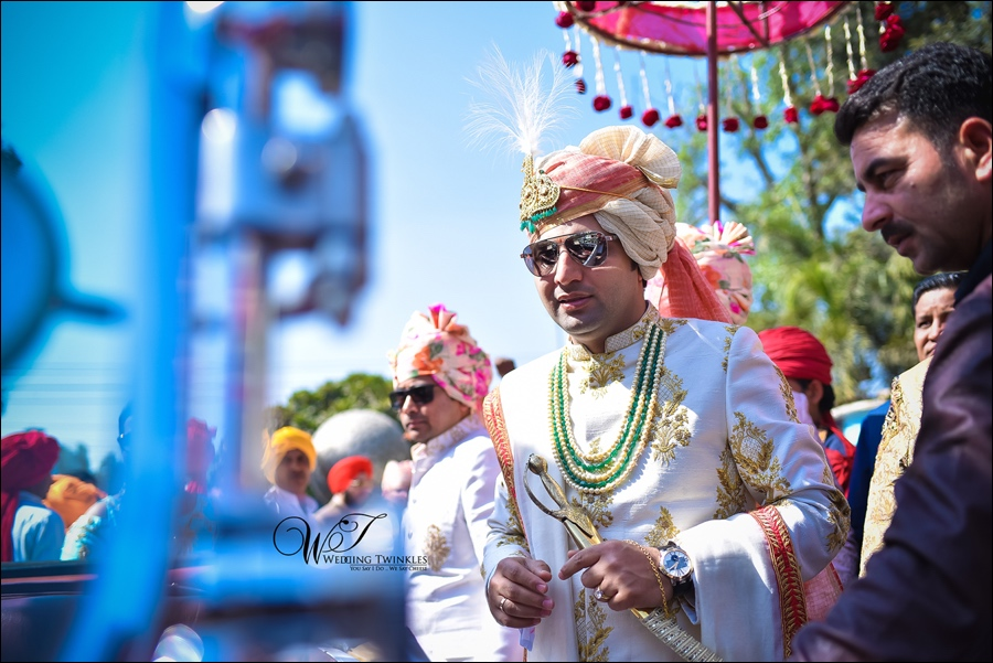 Posing Tips For Grooms From Professional Wedding Photographers In Delhi